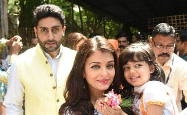 Aradhya Celebrates Ashtami With Aishwarya, Abhishek & Big B 2