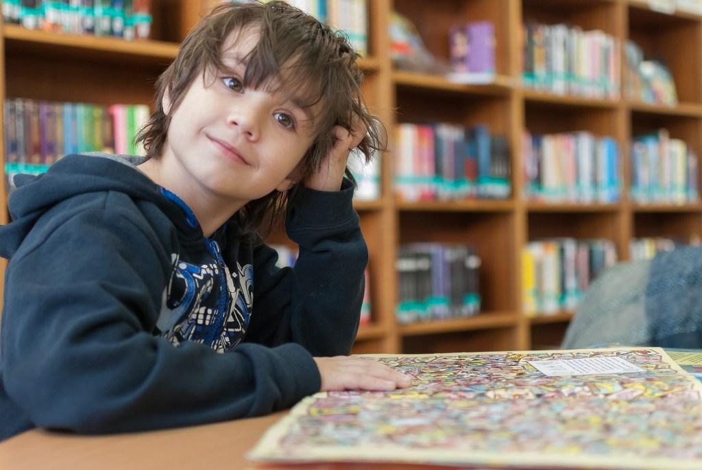 Barn läser