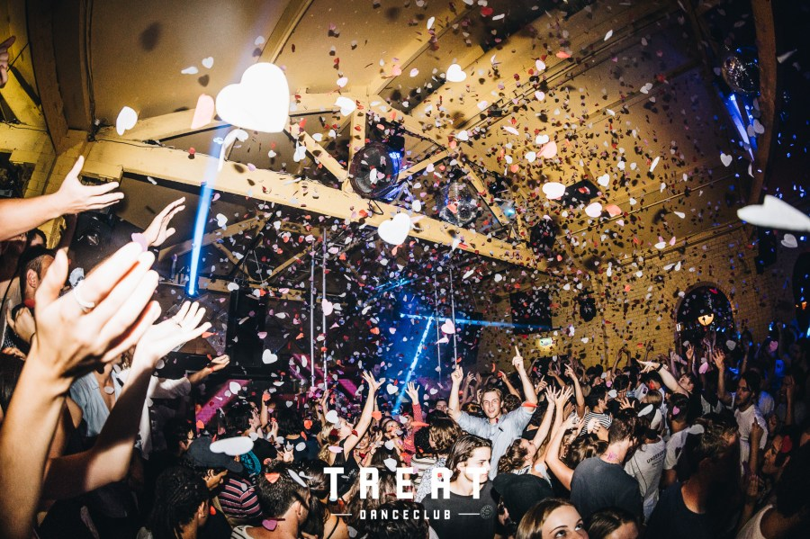 people celebrating and partying at treat danceclub melbounre