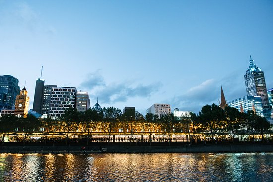 picture of melbourne cbd and flinders station at night from the yarra river