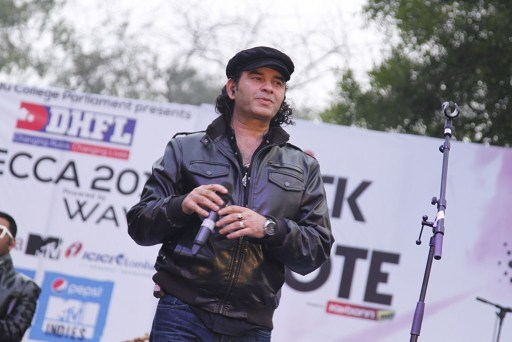 Mohit Chauhan Performs At Hindu College Annual Fest Mecca 2014