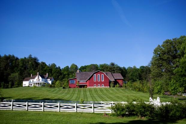 no-sign-marks-the-barn-at-blackberry-farm