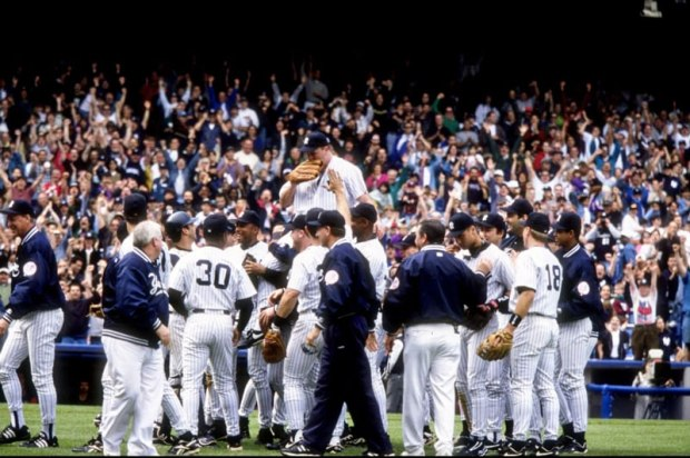 David-Wells-carried-off-perfect-game-1998