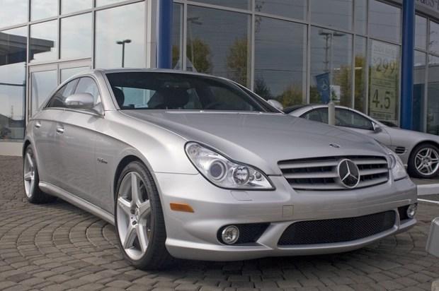 car-2683883_640