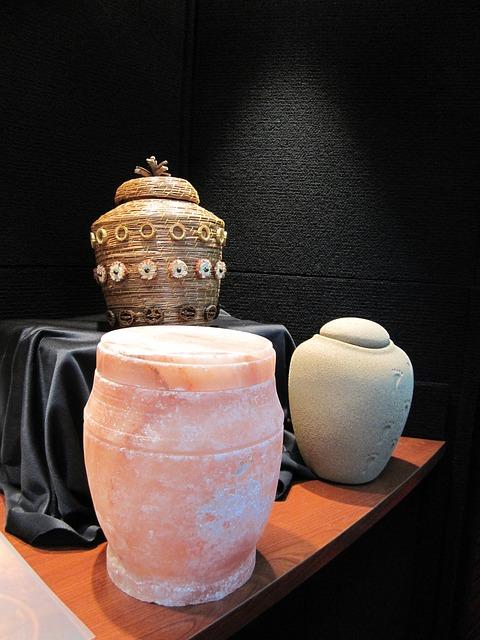 urns-929094_640