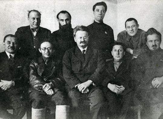 Retratos:  La Revolución de Octubre a través del  tiempo (1927)