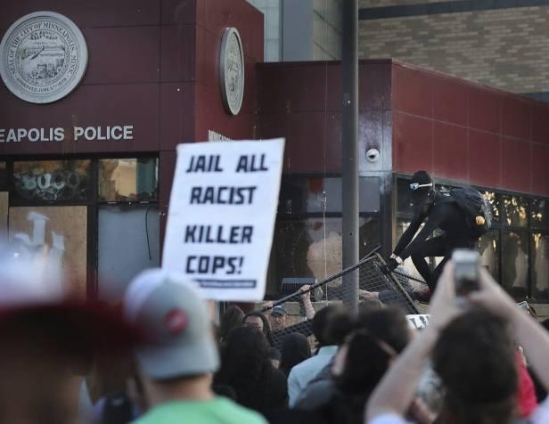 Minneapolis police station (David Joles:AP)