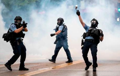 -minneapolis-protests- cops (AP)