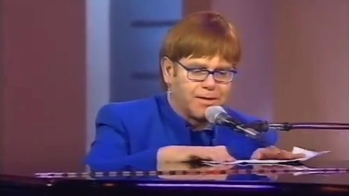Elton John improvises a song based on Richard E. Grant's oven manual