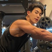 Wonho works out