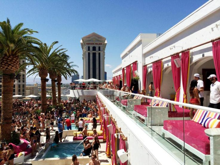 Drais Beach Club Las Vegas Socially Superlative