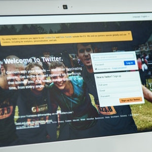 optimizing Twitter hashtags on a computer screen