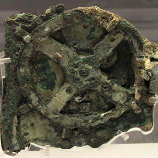 Anticythère - Antikythera Mechanism ancient Greek analogue computerand orrery