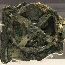 Anticythère - Antikythera Mechanism ancient Greek analogue computerand orrery