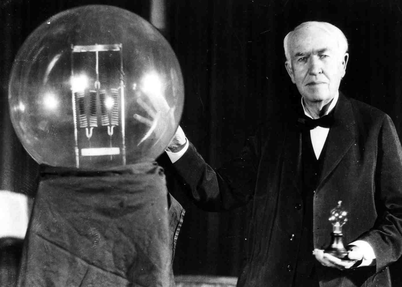 Top 10 Strangest Facts You Want to Know: Thomas Edison was afraid of the dark