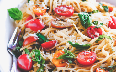 Every Bite Counts with @PurelyMe_: Basil and Tomato Healthy Linguine Recipe for Oscar Night!