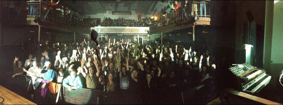 "The Machine says ""Thanks"" to its fans at the State Theatre, Falls Church, VA. (Photo by The Machine)"