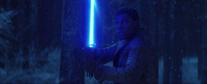 Por que Finn conseguiu usar o sabre de luz