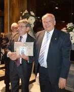 Barros recibiendo su premio, Oro.