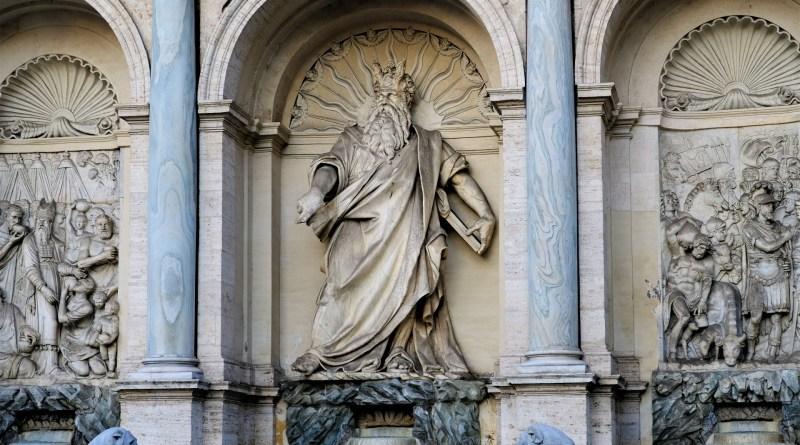 モーゼの生涯とは?奇跡、十戒、そして約束の地へ