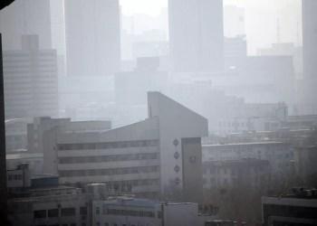 Pobre qualidade do ar em uma cidade (Peter Griffin / CC0 Public Domain)