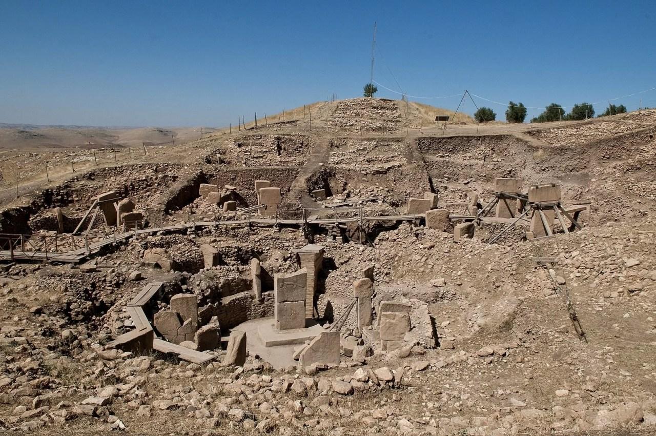 Ruínas de templo antigo em Göbekli Tepe. (Imagem: Teomancimit, Domínio Público)