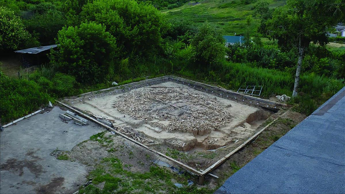 Templo da Era do Gelo recém descoberto no local Kostenki 11 na Rússia. (Imagem: AJE Pryor et al., 2020)