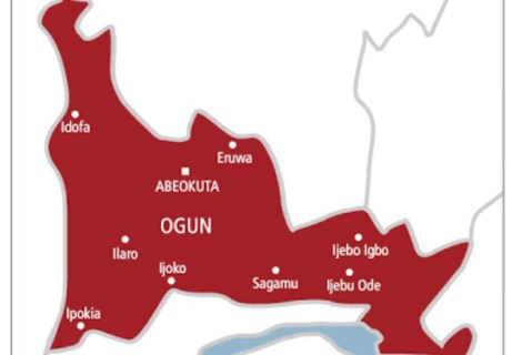 "Ogun Community Attacks Teachers, Headmaster With Cutlasses & Charms Over ""Deworming Tablets"" To Students"