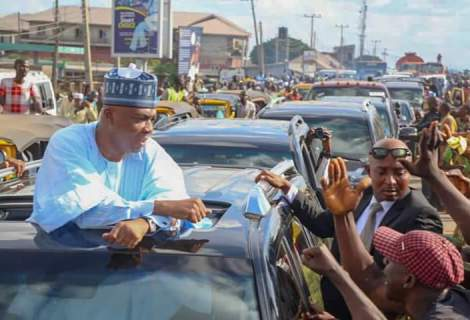 Saraki Gets Massive Heroic Welcome In Kwara