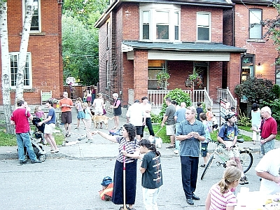 streetparty_mingling