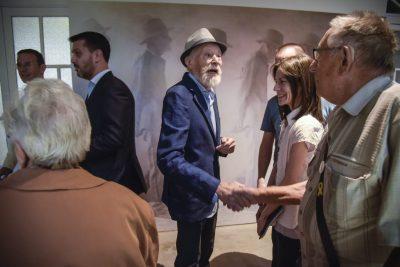 Més de 500 persones assisteixen a la inauguració de l'antològica Joan Ferrer: El tacte de la llum