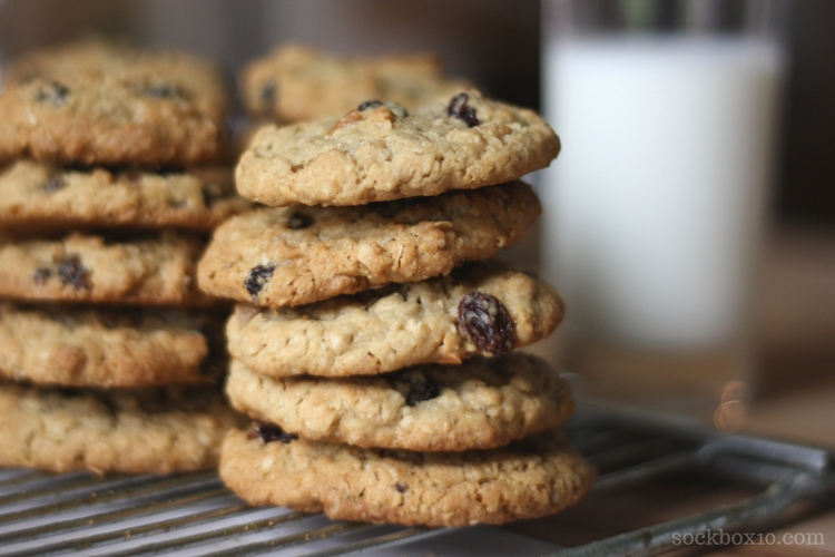 Oatmeal Raisin Cookies sockbox10.com
