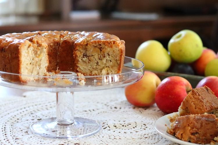Apple Cake with Caramel Glaze sockbox10./com
