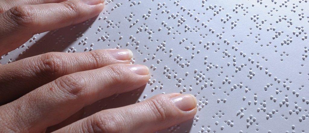 Sistema braille é usado em missa no Rio de Janeiro