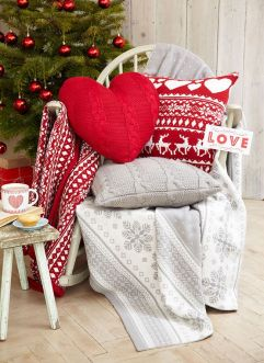 christmas festive room decor inspiration, tumblr, pinterest, artsy photo, blogmas 2015, day 3, cushions, chair, fawn