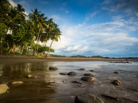 This beach is called Dominicalito, which means little Dominical. It is the sister beach to Dominical, a famous surfers' beach in the laid-back and ever-so-slightly seedy surfers' town of Dominical, where we spent 2 days.