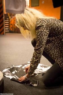 Alison Mosshart signing band Tee Shirt.