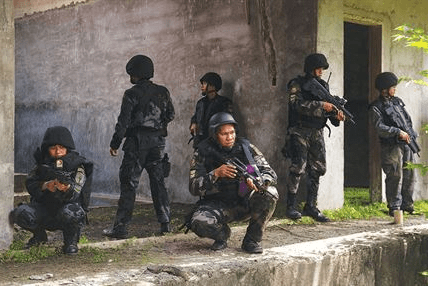Philippine National Police members train with U.S. Army Special Forces as part of OEF-P. (Photo by SSG Christopher Hubenthal).