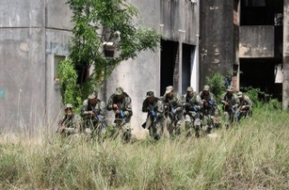 BCFE of Paraguay: Soldiers from Paraguay's Joint Special Forces Battalion practice military drills. (Photo: Paraguayan Armed Forces General Command)