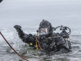 Green Beret Conducts Ice Diving Training