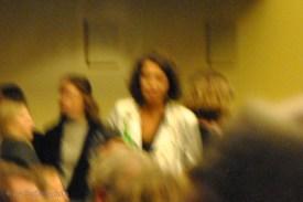 Lena umringt von Publikum