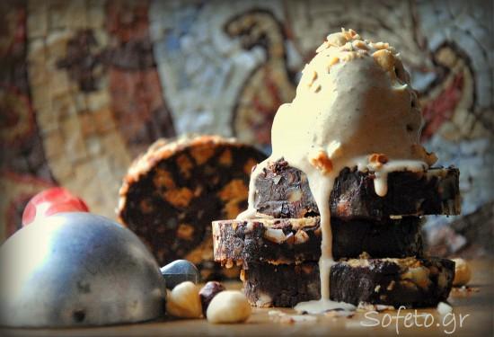 Παγωτό φουντούκι με espresso και μωσαικό σοκολάτας , χωρίς ζάχαρη και βούτυρο!