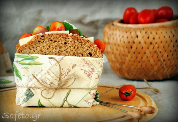 Σπιτικό αρωματικό ψωμί για τοστ και σάντουιτς ολικής αλέσεως.
