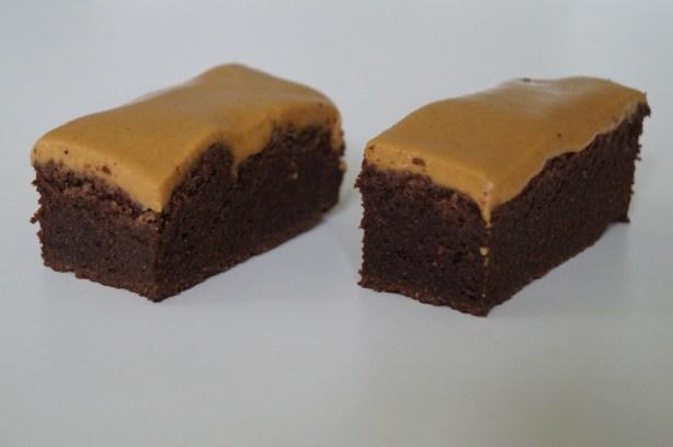 Low carb chokoladekage med peanutglasur