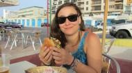 Enjoying a veggieburger in Búggiba