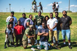 160 - USF Spring Game 2018 - USF DE Juwuan Brown with his Family by Dennis Akers | SoFloBulls.com (6016x4016)
