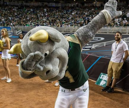 USF Mascot Rocky the Bull does the DAB II vs WKU Miami Beach Bowl 2015 (1124x944)