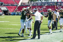 106 USF vs ECU 2016 - USF Coach Willie Taggart RB Marlon Mack WR Rodney Adams RB D'Ernest Johnson (4448x2969)
