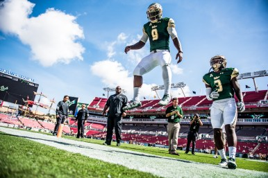 11 USF vs ECU 2016 - USF QB Quinton Flowers showing vertical Jump Pre-Game (6016x4016)