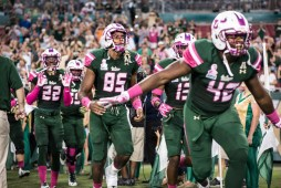 12 - UConn vs USF 2016 - USF DB Hassan Childs TE Elkanah Kano Dillon and TE Adrian Palmore (6016x4016)